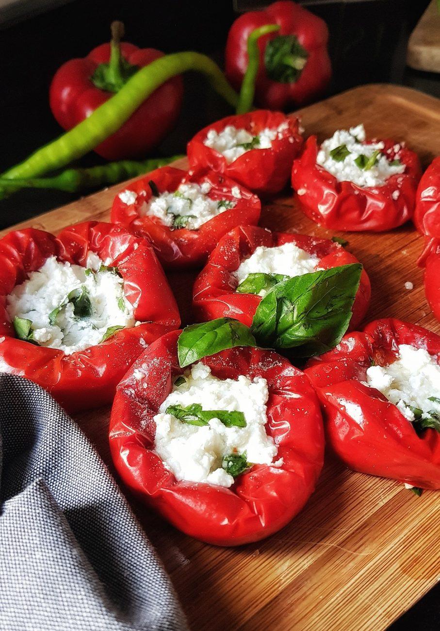 Kırmızı Biberde Lor Peyniri