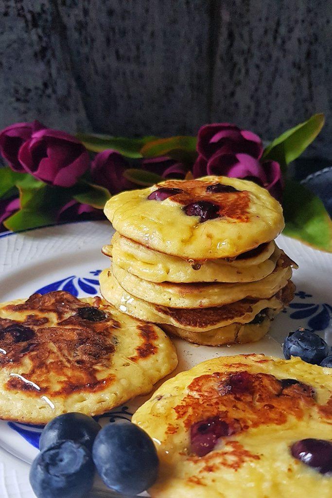 lor-peynirli-yaban-mersinli-pankek